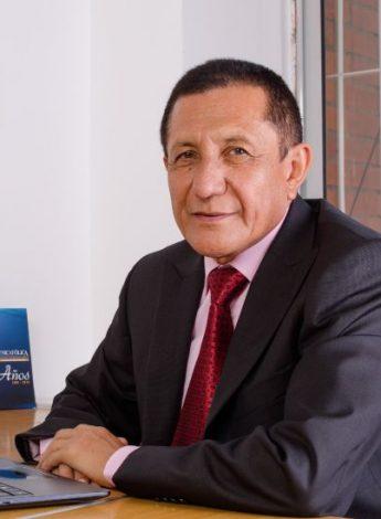 Decano César Tulio Carmen UNICATÓLICA