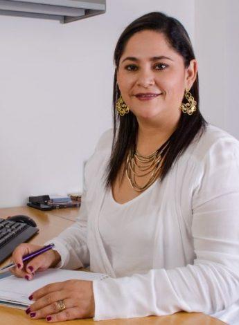 Decana Jacqueline Diponti UNICATÓLICA