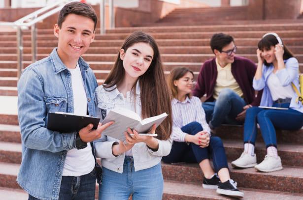 Estudiantes con apoyos y beneficios de UNICATÓLICA