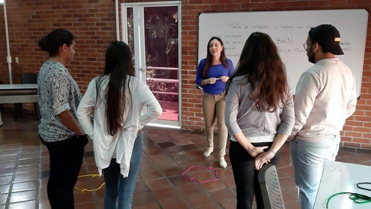 Estudiantes en Taller de Emociones