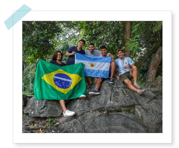 Estudiantes de visita en UNICATÓLICA