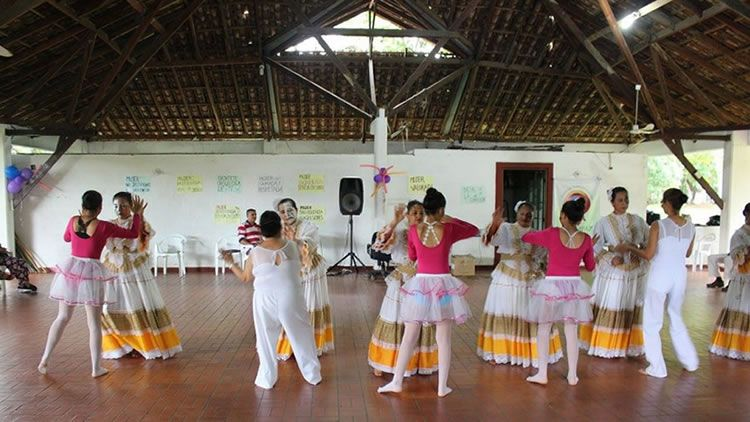 Fiesta con el colectivo de mujeres de Fusempaz