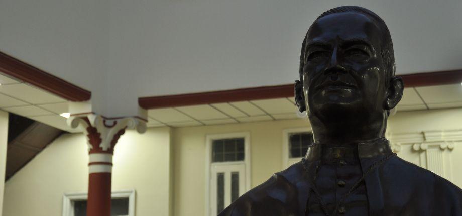 Busto Mons. Isaías Duarte Cancino Sede Centro UNICATÓLICA