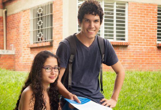 Estudiantes en Talleres de Cultura de Paz